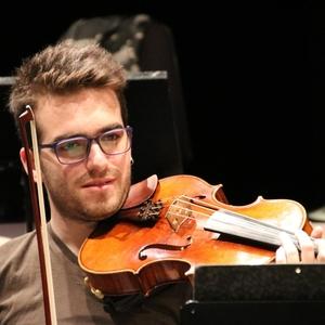 Rafael - Surfers Paradise,Queensland : Musician teachs Viola