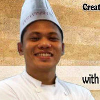 Chef with 10 years experience in cooking and 5 years in teaching