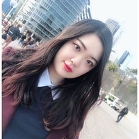 I'm a Chinese student majoring in master of Finance in ANU. I am a native in Beijing and very outgoing. Glad to make a friend with you~!