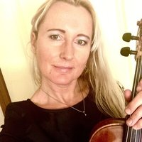 Classically trained professional Violinist and Performer offers Violin/ Viola lessons in Macleod