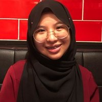 Deakin University student giving Malay language tuition for primary and secondary schools