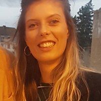 A french girl of Paris who can help you to learn french!