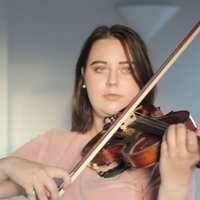 Friendly Music college student offering violin lessons to beginner and intermediate students in Leeds