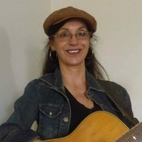 Mature singer-songwriter, gives acoustic guitar lessons, melody and chords at home studio