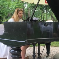 Pianist with 15 years of experience gives private piano lessons for kids and teens