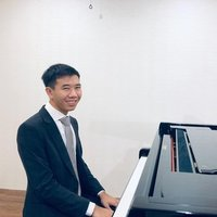 Qualified pianist, current uni student at Adelaide, interested in teaching classical piano