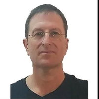 A very experienced, highly recommended physics and math teacher for online lessons