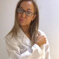Young female Deakin Biomedical student, with goals of becoming an future doctor